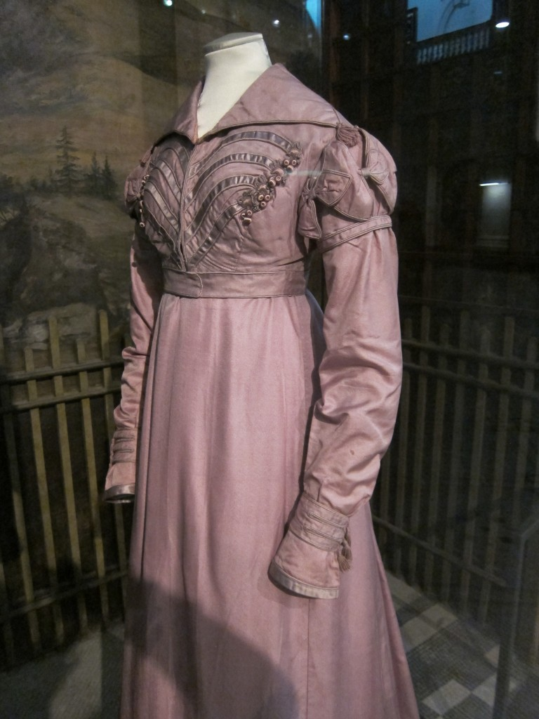 A gorgeous walking dress (1817-20), for all your outdoor needs.
